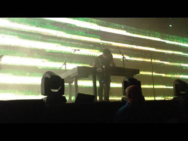 Trent Reznor freaks out on stage! | Nine Inch Nails 2014