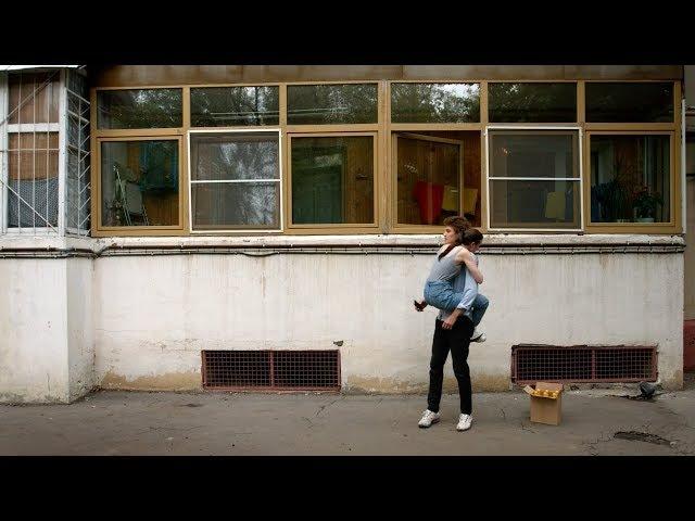Короткометражка «Половинки». 15-минутный ромком о склеившихся незнакомцах