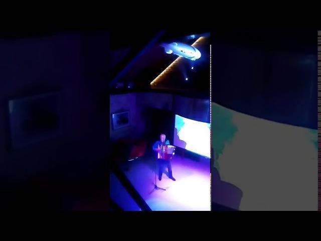 Как много девушек хороших (Кавер Утёсов)Николай Донецкий в клубе.Народное карао ...