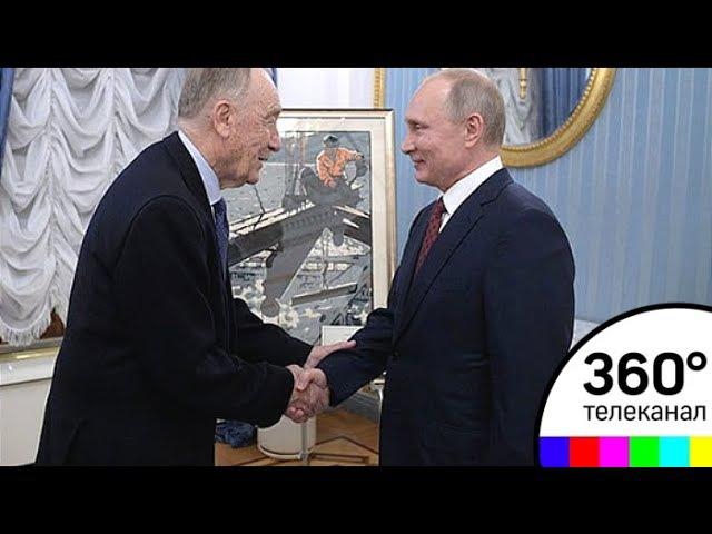 Путин подарил на юбилей Родиону Щедрину картину Монтажник-высотник