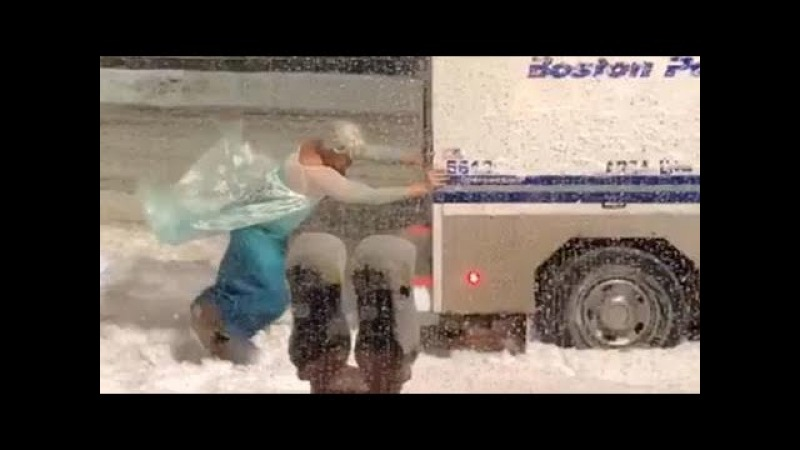 Man dressed as Elsa single-handedly rescues Boston police car in nor'easter