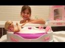 Barbie banyo oyuncak seti ile oynuyoruz 🛀🚿🚽 Jakuzi ve banyo aksesuarları. Barbie oyunları izle