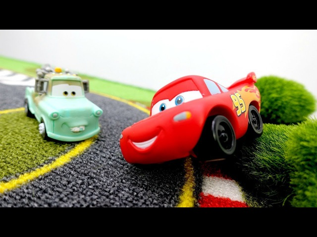 ¡RAYO McQueen NO es el primero! ❓🚗 CARS juegos. Carreras de coches de juguete. Coches de carrera
