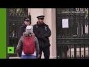 Les 23 diplomates russes expulsés quittent leur ambassade à Londres