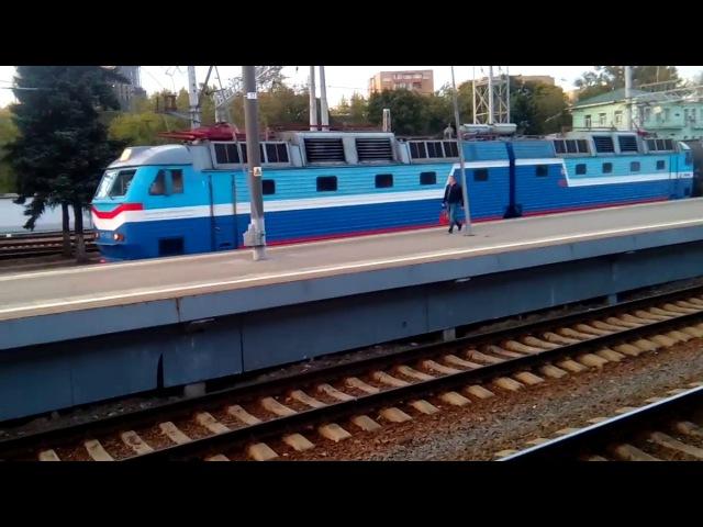 Электровоз ЧС7-059 на маневрах с составом поезда Москва - Рыбинск