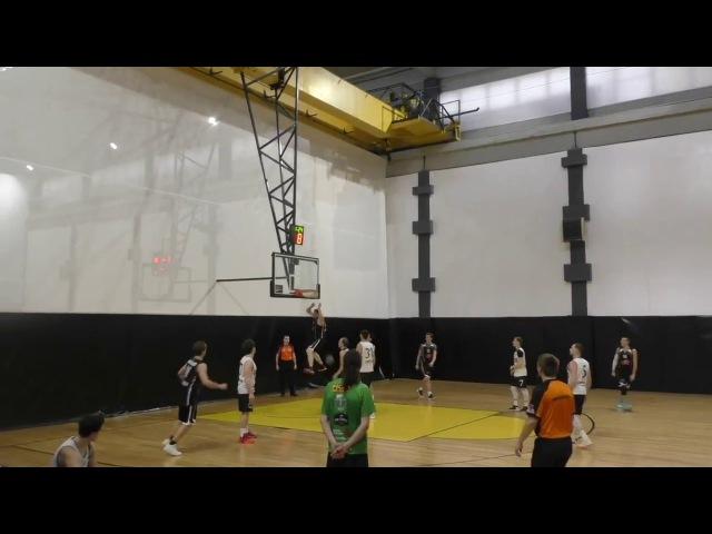 Дмитрий Древке БК Олимпзабивает сверху в игре с БК Торпедо