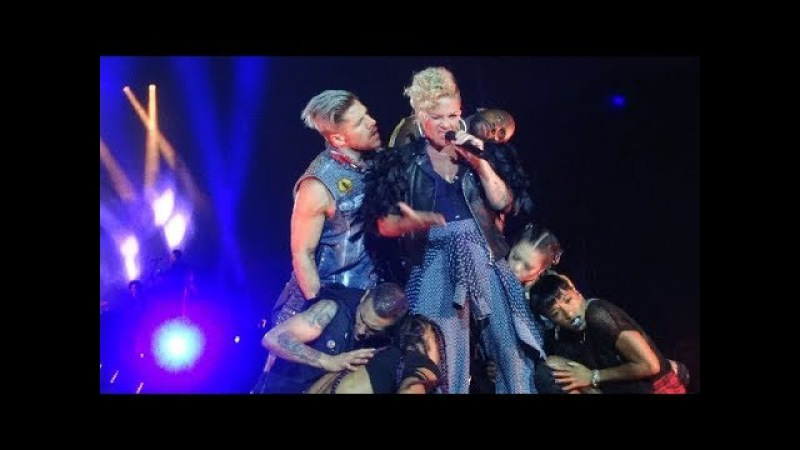 Pink - Get This Party Started & U Ur Hand - LIVE Waldbühne Berlin 11.08.2017