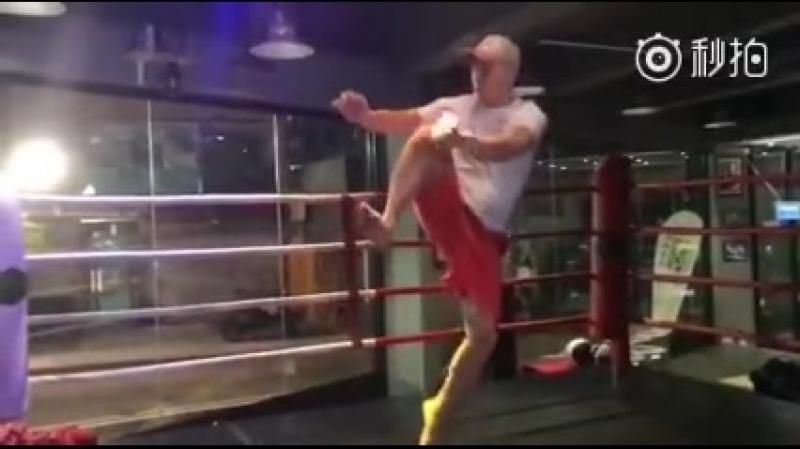 Донни тренируется для Большого брата