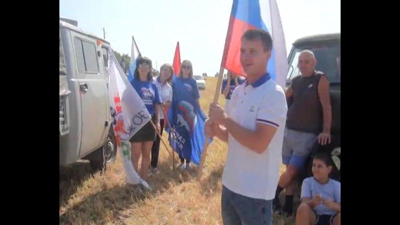 Молдежный совет, комбайнеры и флаги)