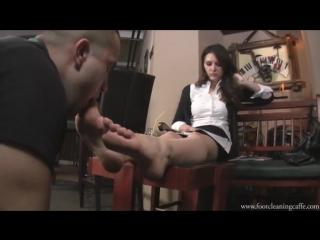 Goddess Amanda раб вылизывает ножки в кафе slave licking serbian feet Foot fetish Фут-фетиш #femdom #mistress #фемдом