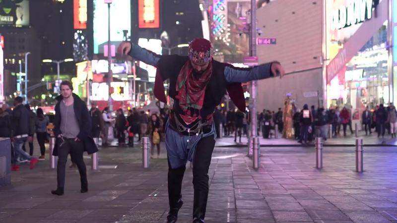 Times Meydanında Zeybek oynadım
