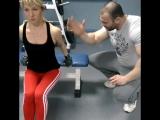 отличное упражнение для трицепса как в зале,так и в домашних условиях