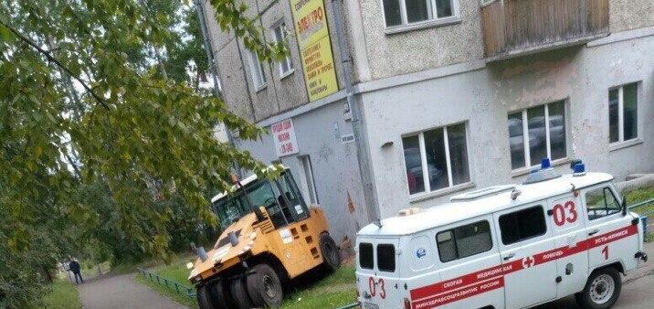 В Усть-Илимске каток задавил женщину