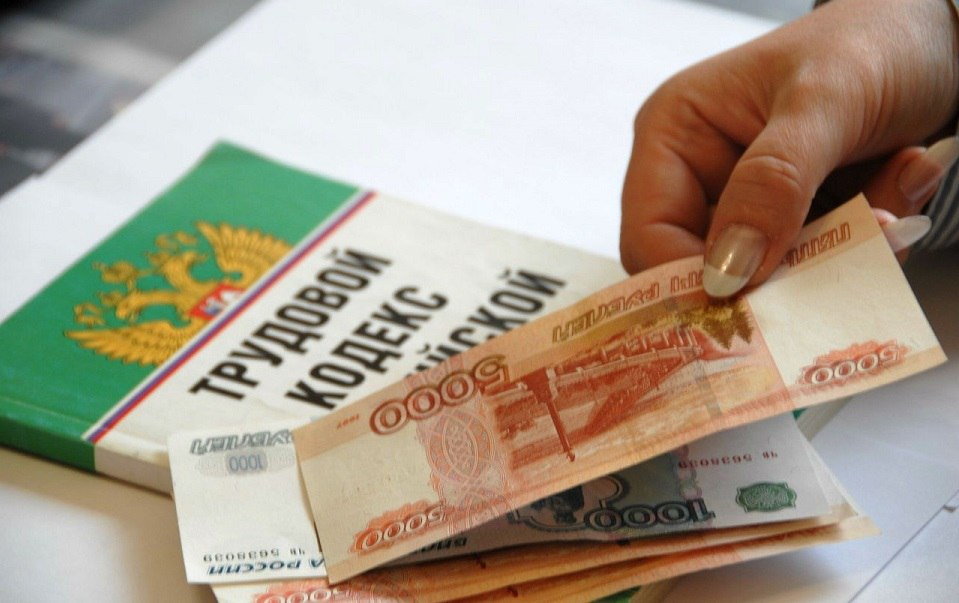 В Таганроге директор коммерческой фирмы задолжал своим работникам более 1.3 миллиона рублей