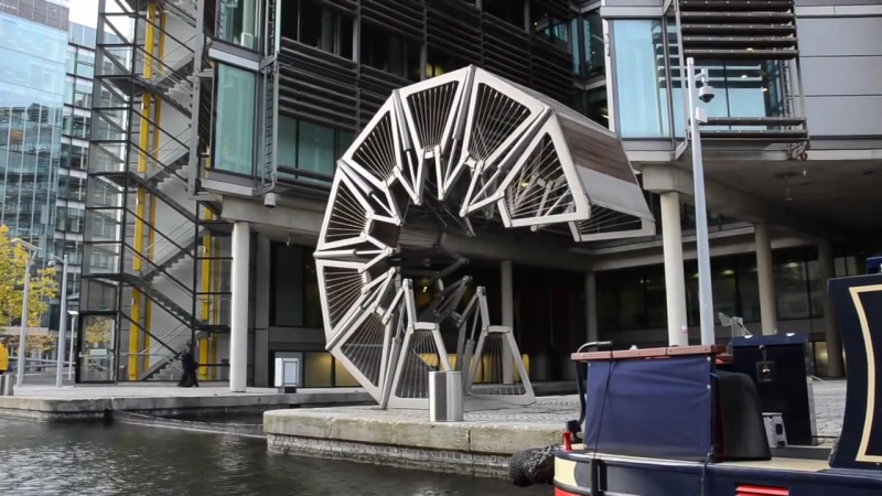 Откатной скручивающийся пешеходный мост в Лондоне Heatherwick's Rolling Bridge