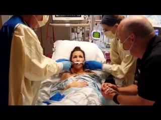 Девушка делает первый свободный вдох после трансплантации лёгких