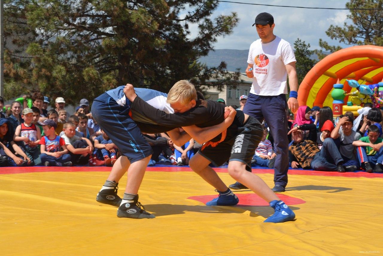 Турнир по национальной борьбе на поясах «Тутуш» прошел в Зеленчукском районе