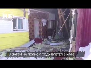 В Нефтеюганске водитель фуры не справился с управлением и въехал в кафе