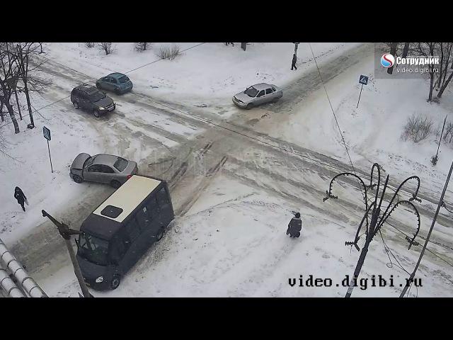 ДТП на перекрестке ул Ленинградская Разина 16 01 2018