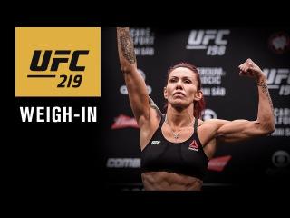 Прямая трансляция показательной церемонии взвешивания участников турнира UFC 219.