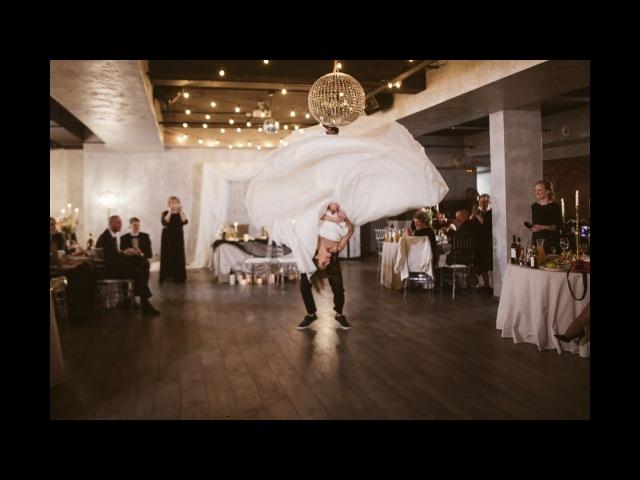 САМЫЙ крутой свадебный танец с потрясающими поддержками Kiss I was made for lovin' you