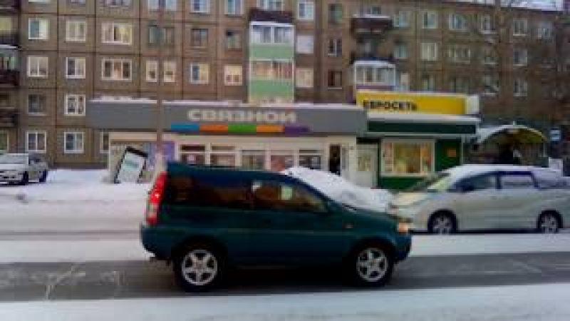 Братск 45 квартал Автобусная остановка возле рынка Сосновый - Магазины Евросеть, Связной, Хлеб соль