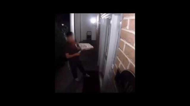 Pizzacıyı bekleyen korku dolu şaka korkutucu şaka