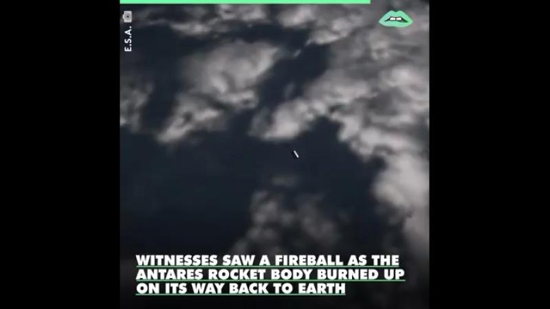Ich kenne keine NASA Fotos mit so vielen Satellliten die die Erde umkreisen... Ihr?!🤔