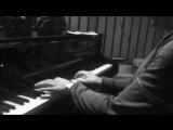 Григорий Лепс играет на фортепьяно.