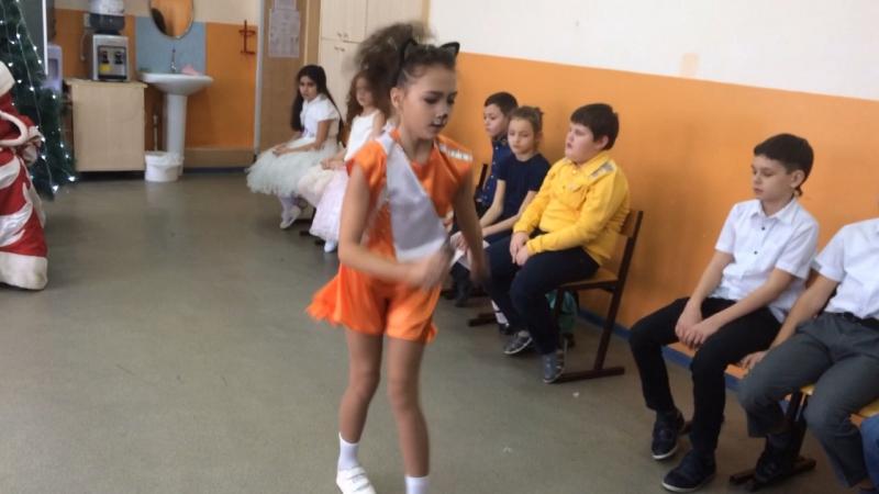 Танец бурундушки