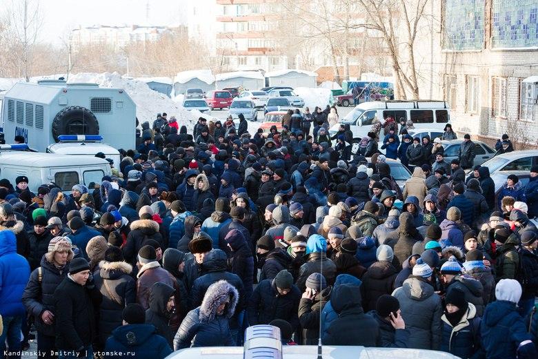 Мигранты рассказали, как со 2 января стояли за временной регистрацией в Томской области