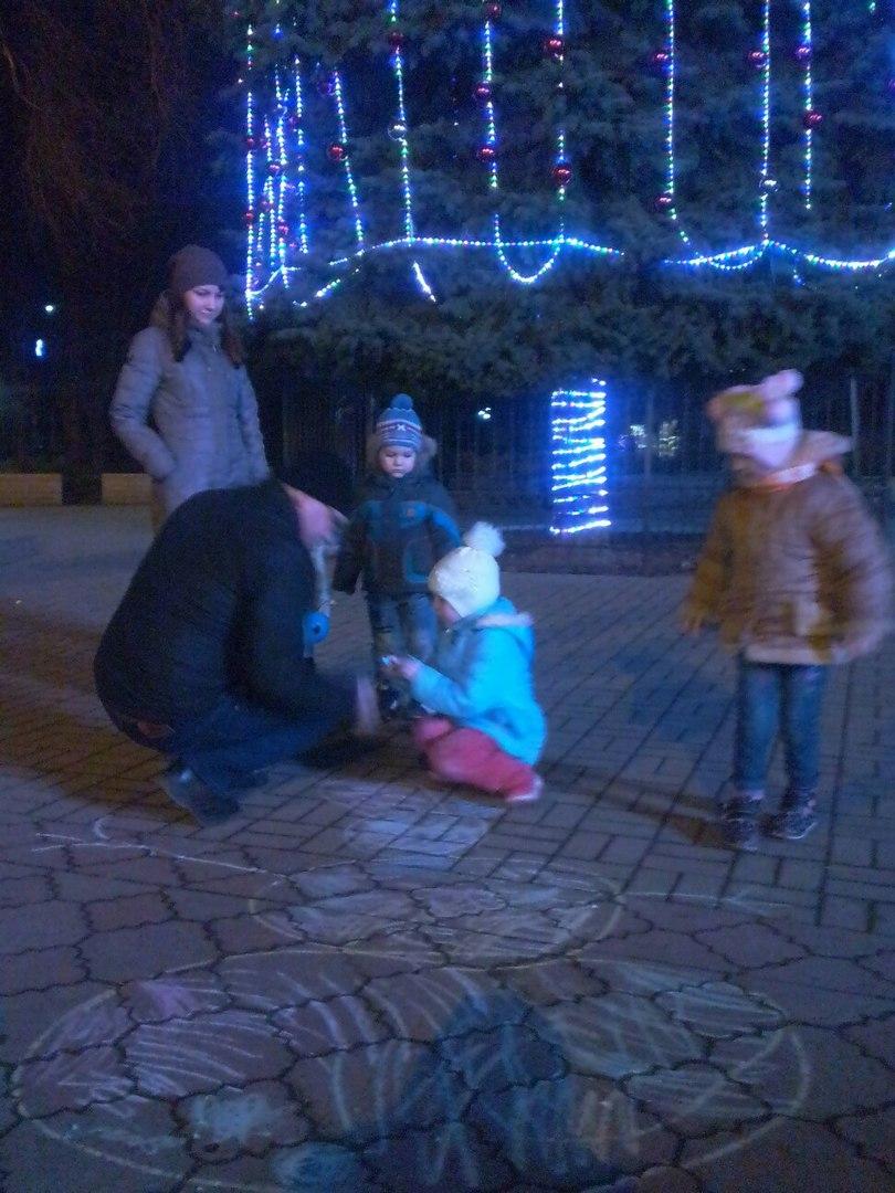 В Крыму нет снега, но жители придумали как сделать снеговиков (фото)