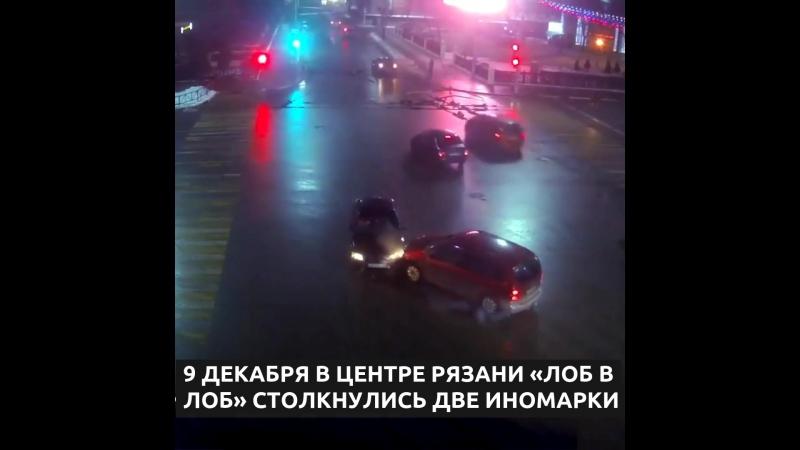 Появилось видео лобового столкновения двух иномарок