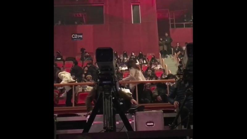 180107 Наён, Джихё и Дахён на концерте GFRIEND