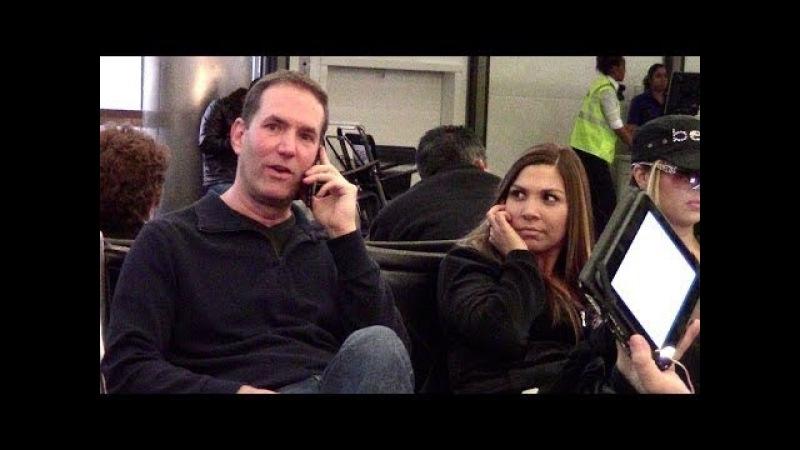 Влезает в телефонные разговоры в АЭРОПОРТУ (на русском языке) | MediocreFilms