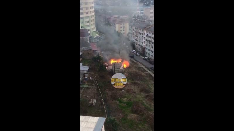 Ещё один пожар на Донской, со слов очевидца зачищают территорию под застройку 🤔