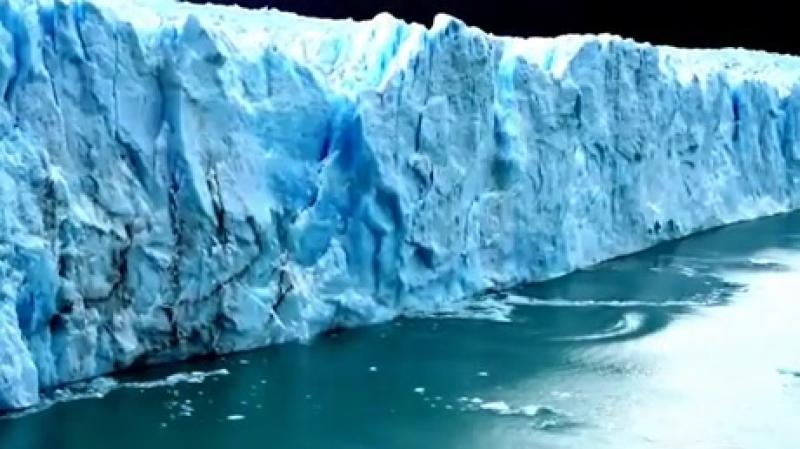 ледник падает
