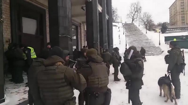 На Майдане в Киеве замечены автоматчики 17.03.18