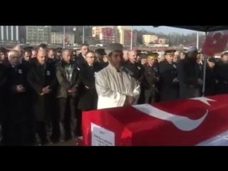 Джаназа намаз в честь погибшего солдата Умара Билала в родном городе Karabüktek