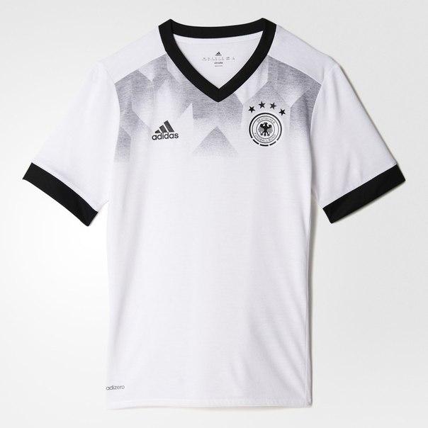 Домашняя предматчевая футболка сборной Германии