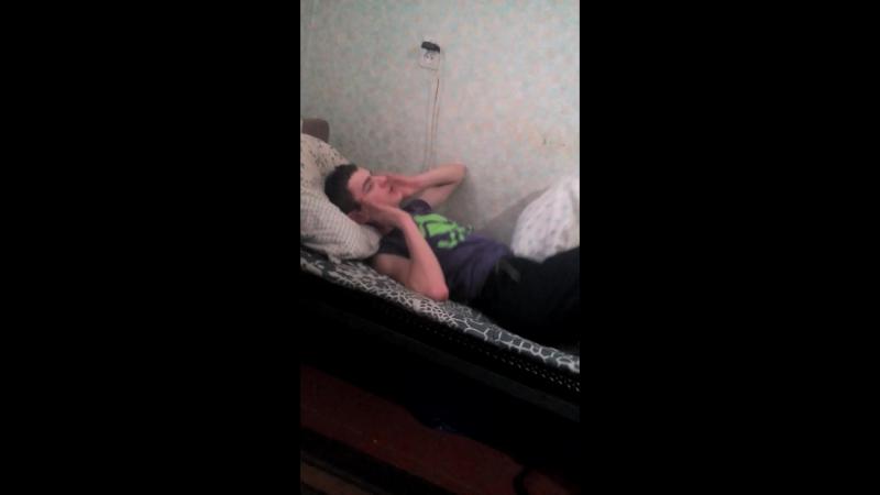 Коли хтось спить на твойому ліжку) Прикол с гуртожитка...