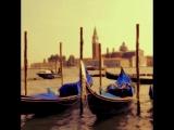 Атмосфера карнавала, загадочное мерцание каналов и приветливые гондольеры! Почувствуй волшебство в Венеции - #VisitItaly
