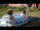 малята ляпаються у басейнику дружбанчики💖💖💖