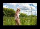 Видео с летней фотосессии фитнес-модели в поле