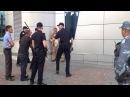 Наша полиция нас бережет Шестеро полицейских бьют бездомного дубинками