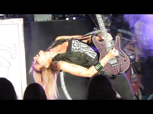 Nita Strauss Alice Cooper Poison Live in Los Angeles 2017