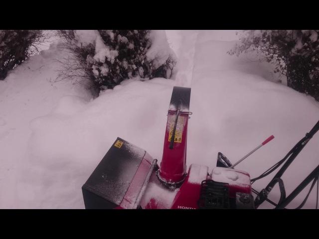 Снегоуборщик Honda HSS 655 ET гусеничный, рабочий процесс