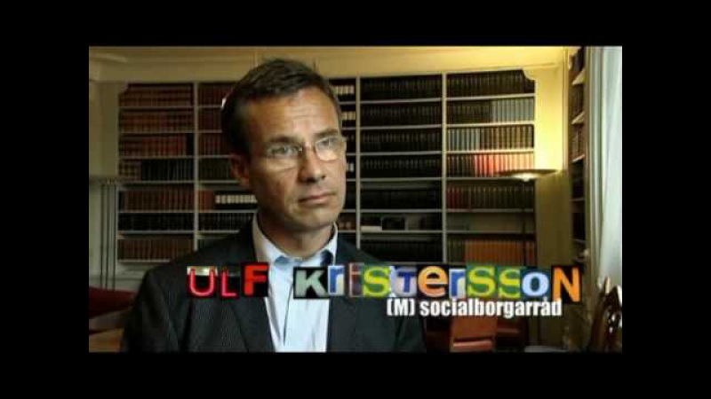 Ulf Kristersson flyr mitt under en intervju