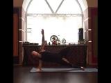 Сурья Намаскар из Шивананда-йоги на укрепление плечей, развитие мышц рук, спины, пресса и ягодиц. Вариация. Кирилл Радонский.