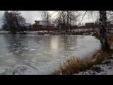 Первый лед на деревенском пруду